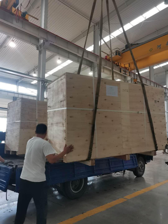 350千瓦康明斯柴油机组木箱打包 ,中转站运往港口